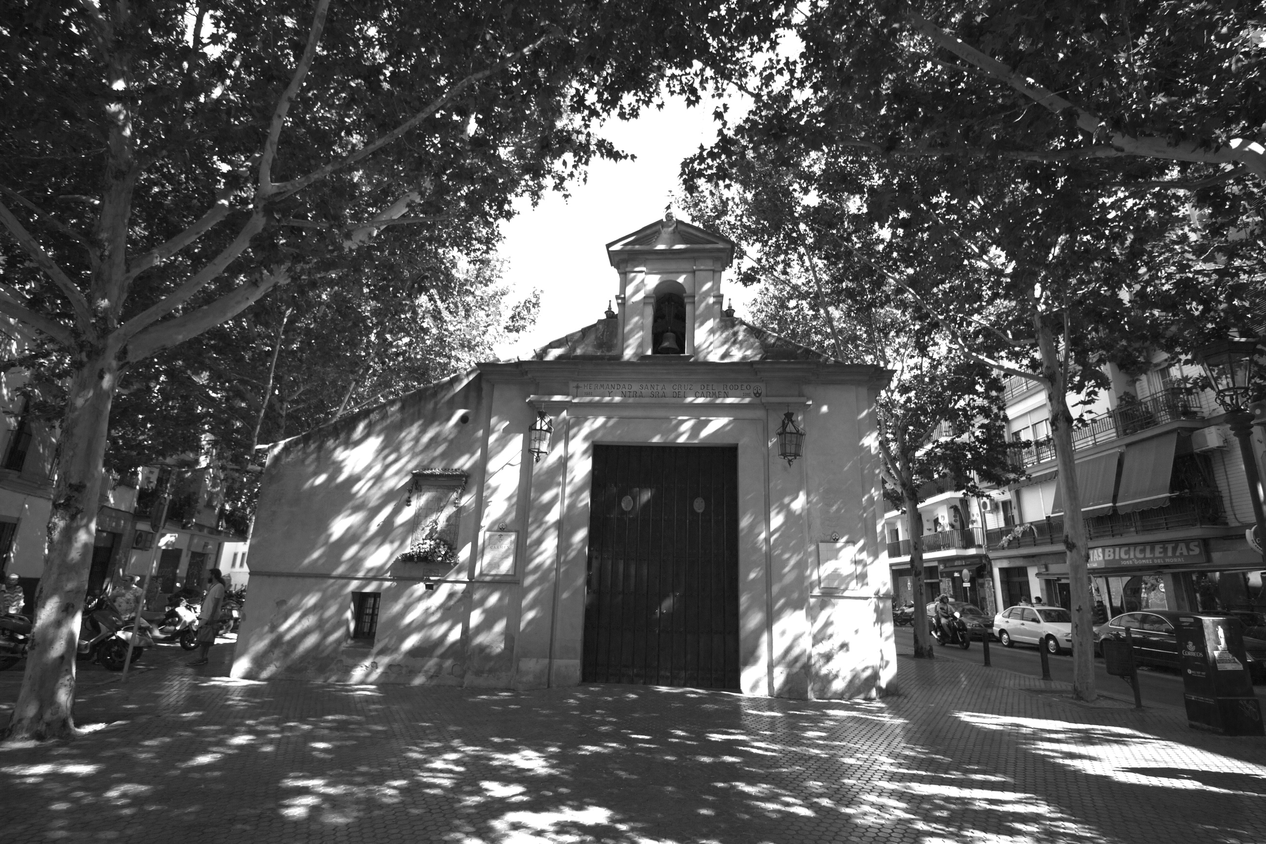 A black and white chuch